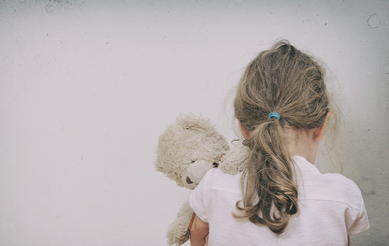 L'enfant face à la violence conjugale : sensibiliser les professionnels-les
